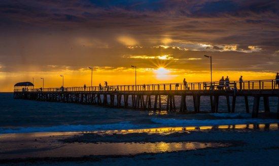 henley-beach-jetty-at